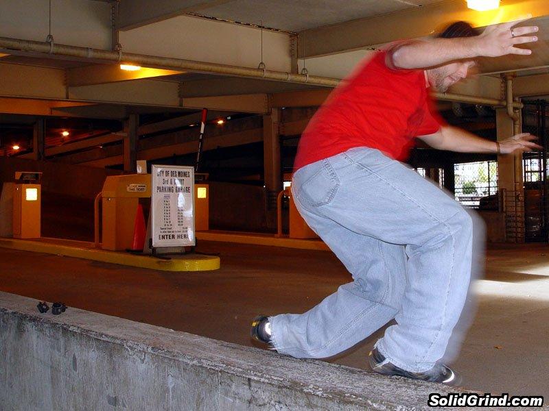 Derek Brooks with a backside farfegnugen in a Des Moines parking garage