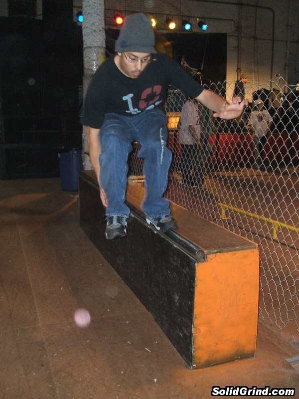 AnthoFlex hits a Makio on a ledge