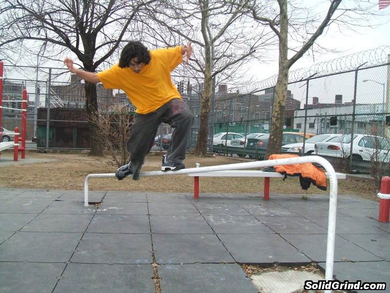 AnthoFlex hits a Alley-Oop Mizuo in a local park